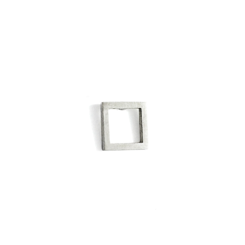 Square wire stud