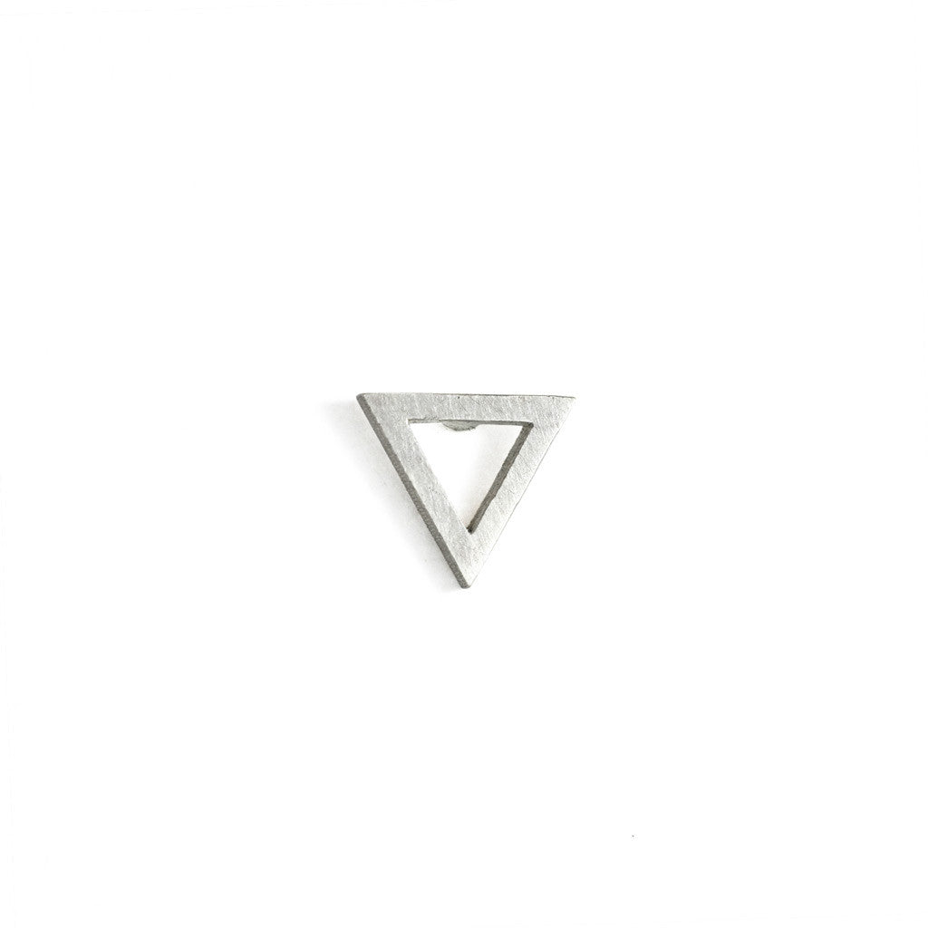 Triangle wire stud