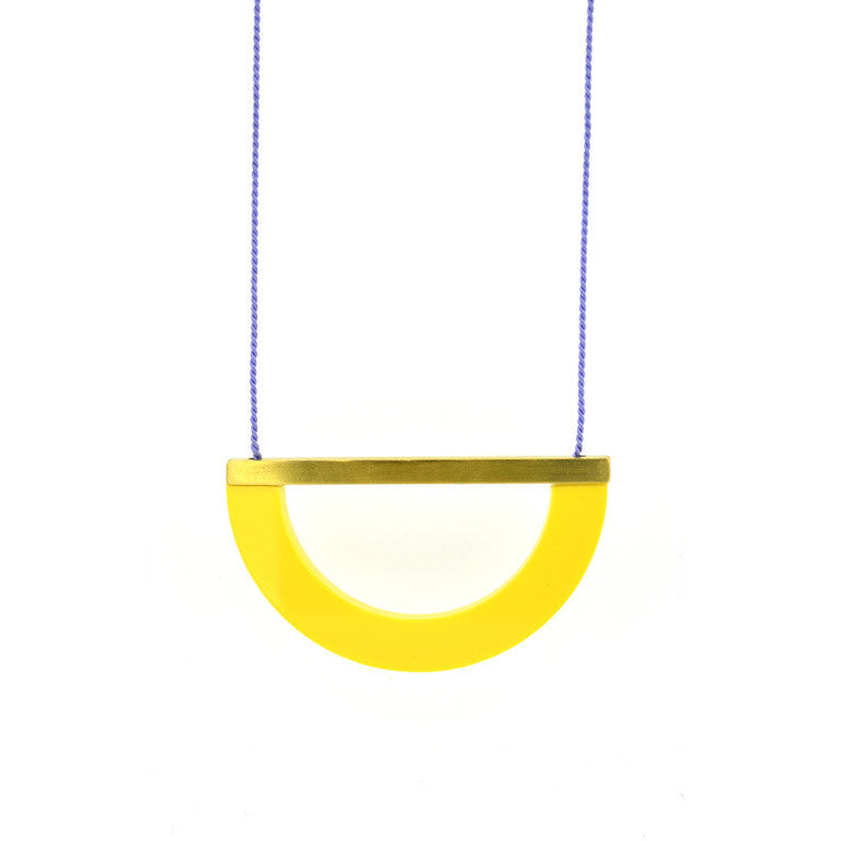 ACRYLIC/BRASS ARC NECKLACE - LEMON