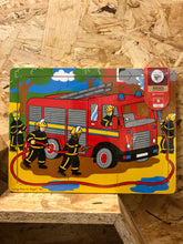 Load image into Gallery viewer, Bigjigs - Fire Engine 9 piece puzzle