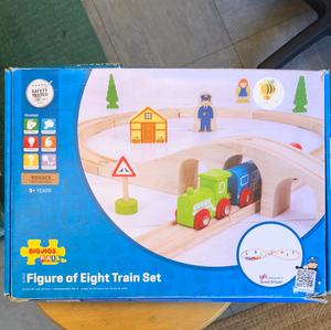 Toy Library NOT FOR SALE - BigJigs Figure of 8 Rail set
