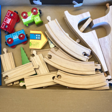 Load image into Gallery viewer, Toy Library NOT FOR SALE - BigJigs Figure of 8 Rail set