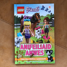 Load image into Gallery viewer, LEGO Friends Book - Anifeiliaid Anwes