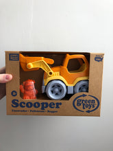 Load image into Gallery viewer, Green Toys - Scooper