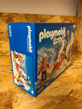Load image into Gallery viewer, Playmobil - Snowball Fight