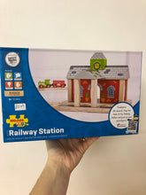 Load image into Gallery viewer, Bigjigs Railway Station