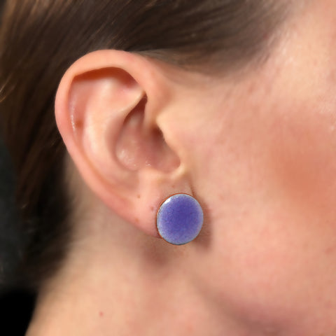 Modern circle studs: glossy finish