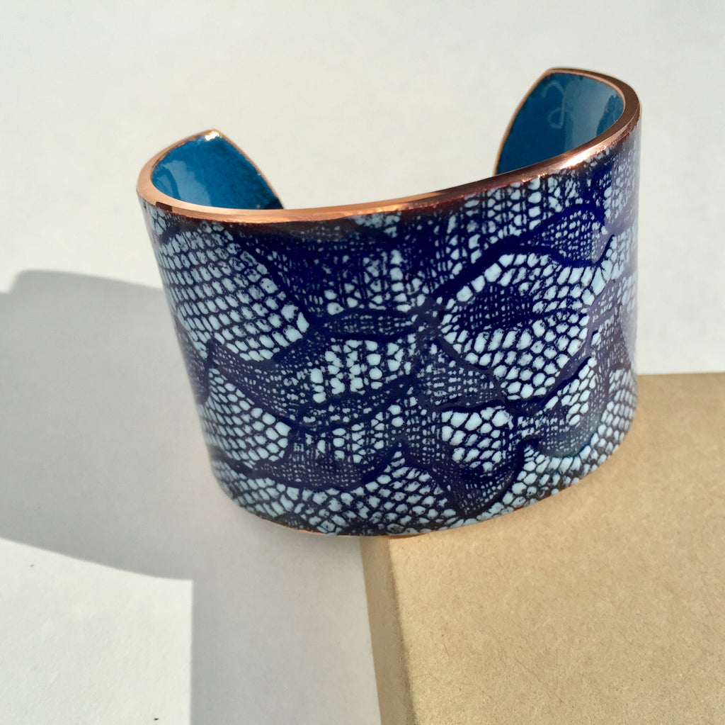 Enameled lace cuff