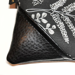 Large Blackout Hāpu'u Hawaiian Fern Zipper Clutch