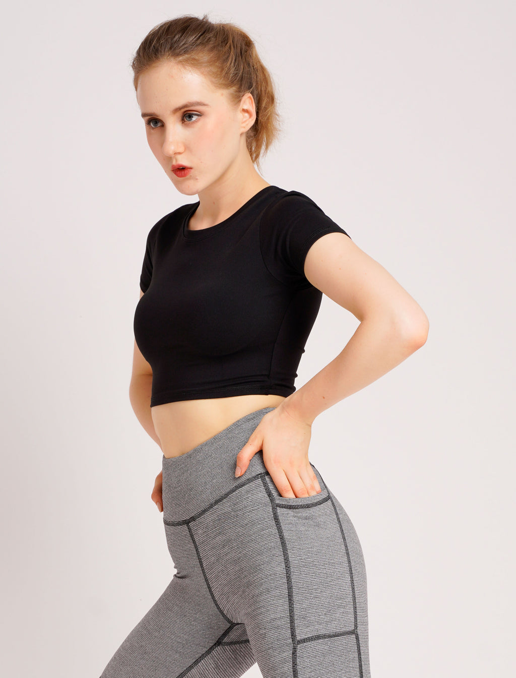 Essential Cropped Tee Black
