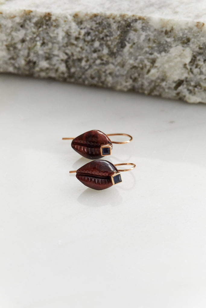 Tiny Cowry Earrings with Sapphire (Pair)