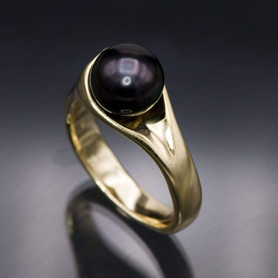 Modern Tahitian Black Pearl Gold Solitaire Engagement Ring