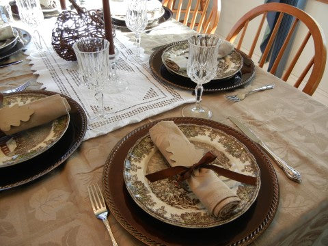 Shazzy Fitness guest blogger Sherry Collins says to eat at he table