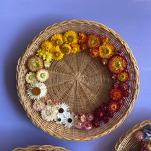 Load image into Gallery viewer, Dried Flower Wicker Plate