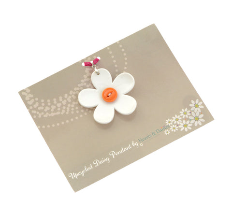 Daisy Pendant - medium