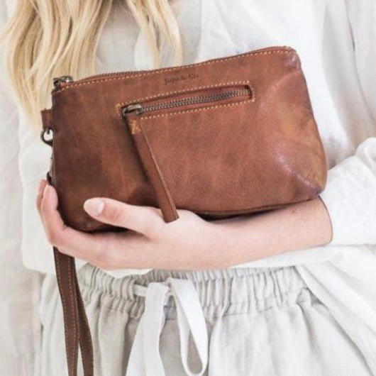 Small Essential Pouch- Cognac