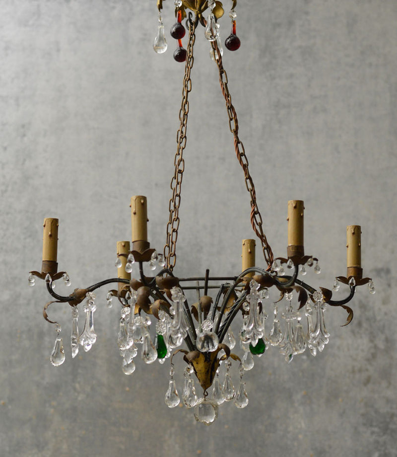 GILDED CHANDELIER WITH MULTICOLOUR DROPS.