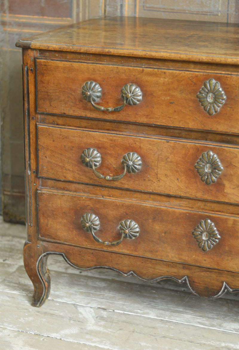 19TH CENTURY FRENCH WALNUT COMMODE