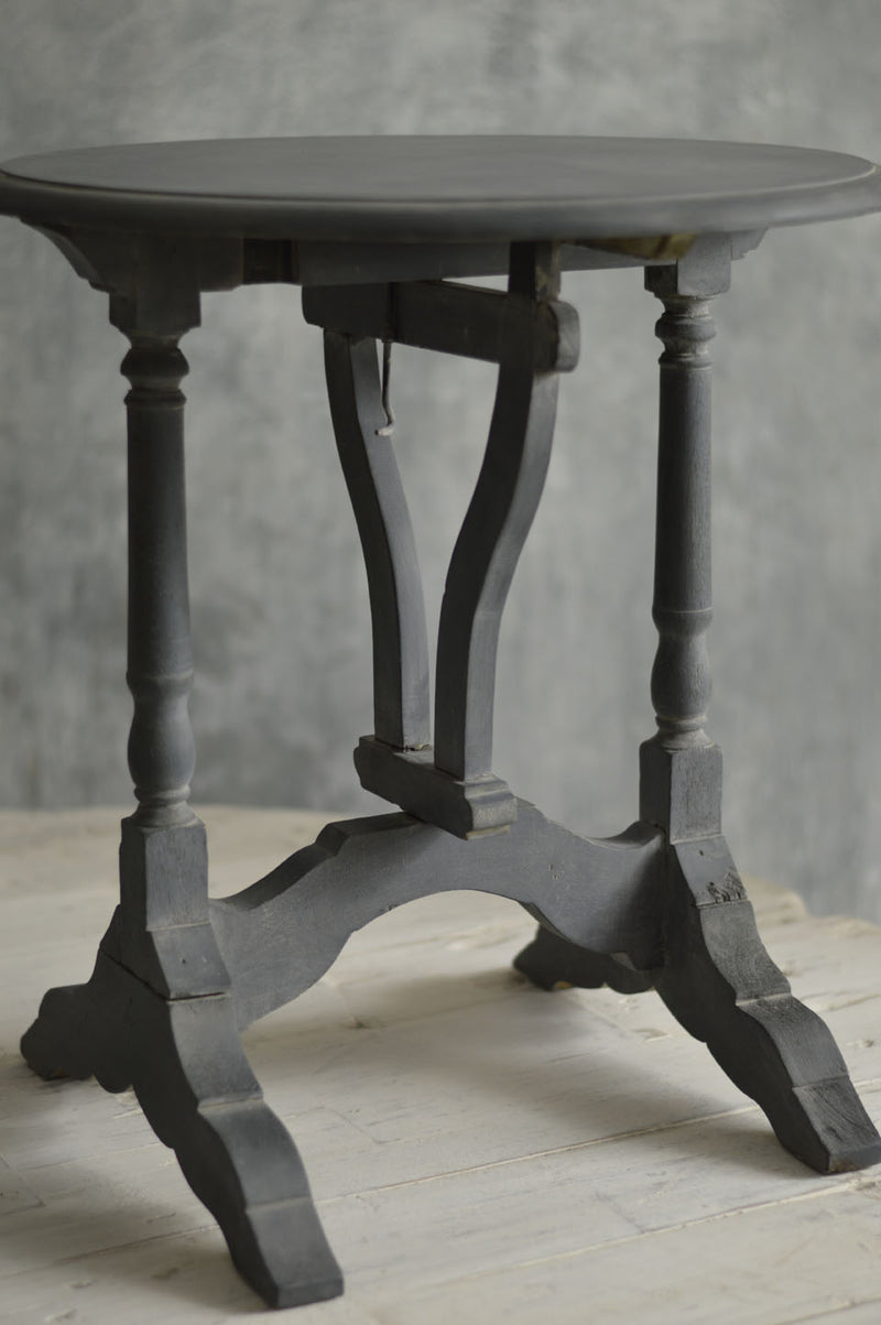 PAIR OF PETIT WINE TABLES