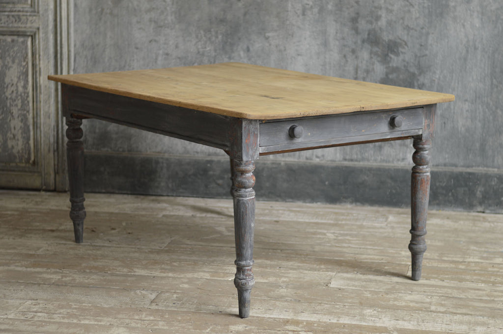 19TH CENTURY PAINTED KITCHEN TABLE