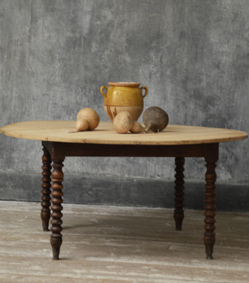 FRENCH 19TH CENTURY CIRCULAR DINNING TABLE
