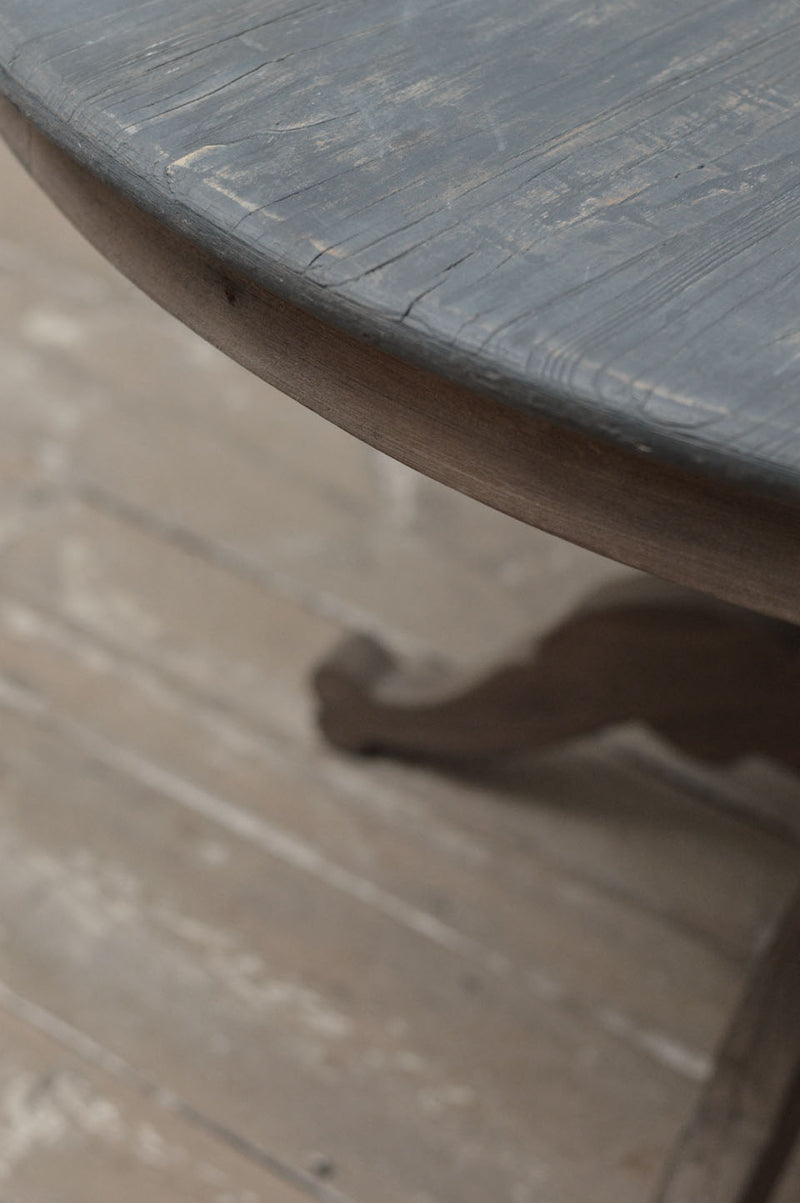 Dutch 20th Century round top pedestal table
