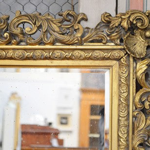 19TH CENTURY GILT MIRROR.