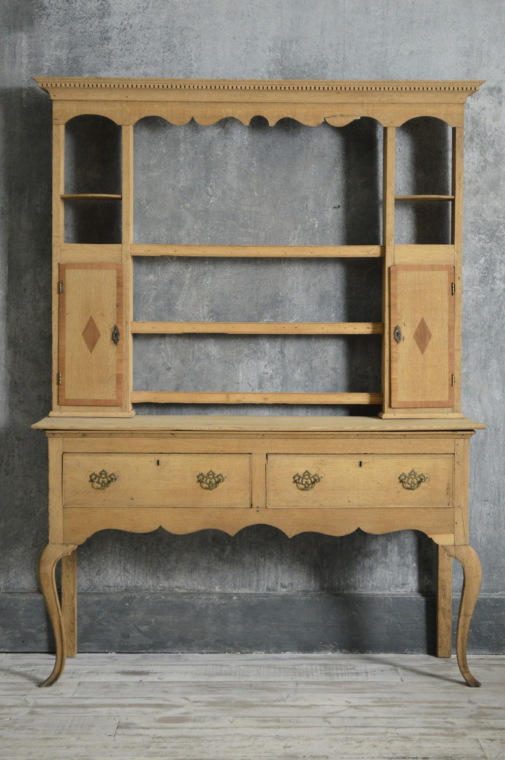 ENGLISH COUNTRY DRESSER