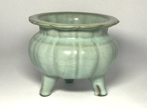 Song Dynasty Guan Ware Tripod Censer