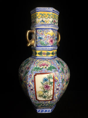 Qing Dynasty Vase - Qianlong Mark - 10 Dynasties