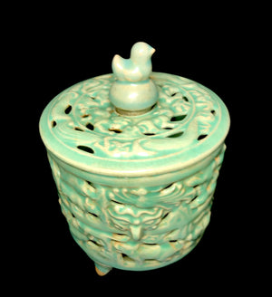 longquan lidded censer