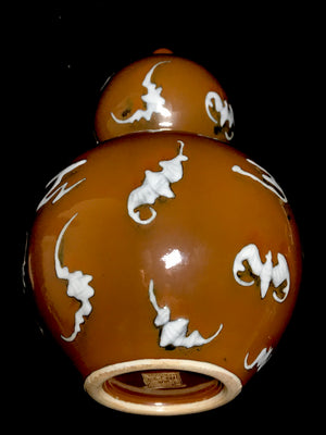 yongzheng vase with foo bats