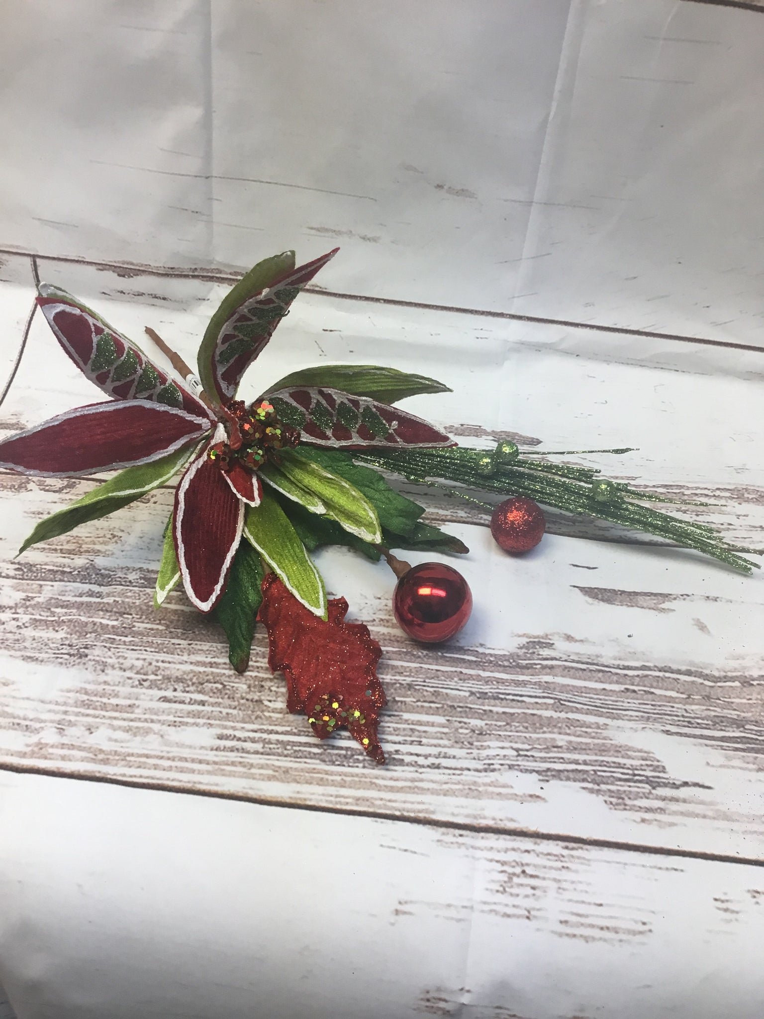 Poinsettia Pick Red/Green