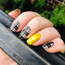 Load image into Gallery viewer, Black and White Plaid Nail Wraps