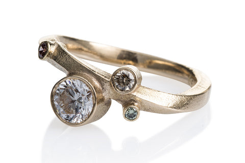 Kaprifol Ring Gold Diamonds.