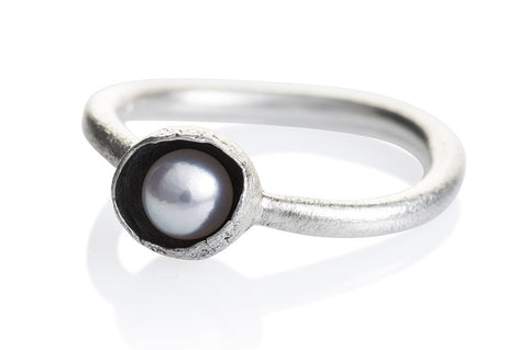 "Waterlily Ring Silver White Pearl ""Embrace"""