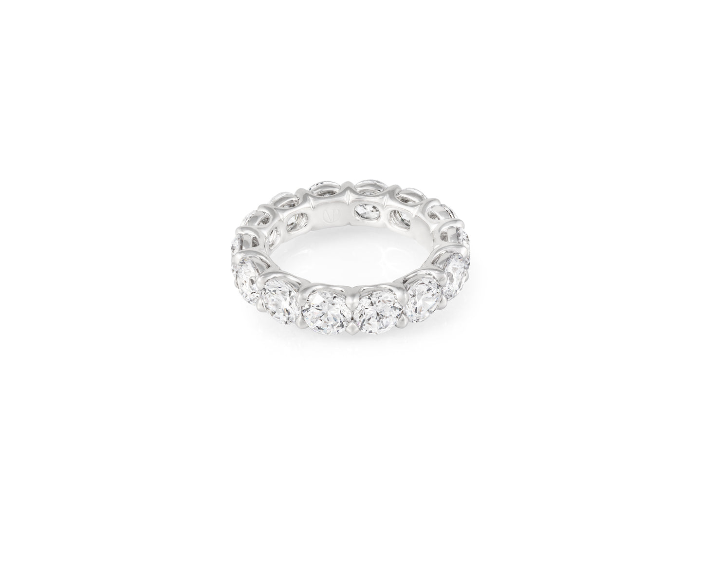 6.79ct 18kt White Gold Round Cut Diamond Band