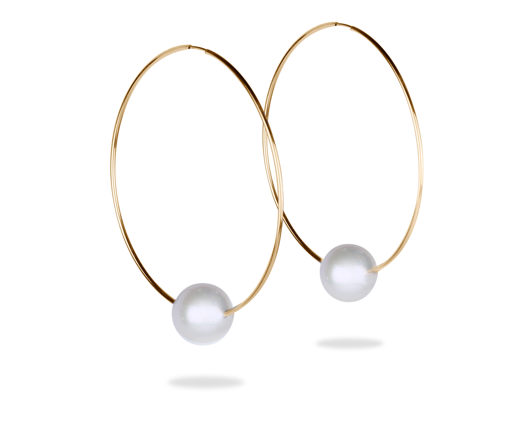 gold hoop earrings with freshwater pearl by Vincent Peach Fine jewelry