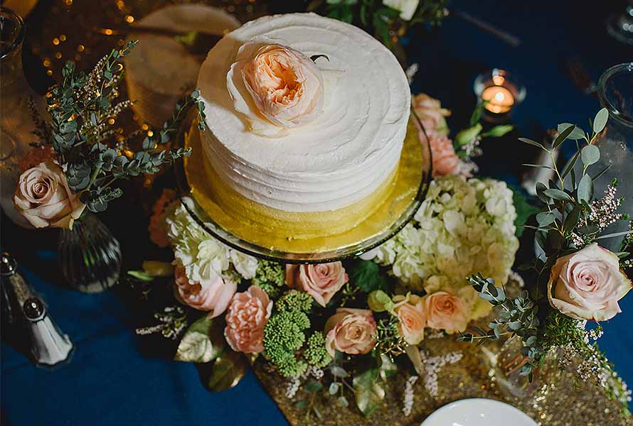 Floral wedding cake wreaths | OASIS Floral Products