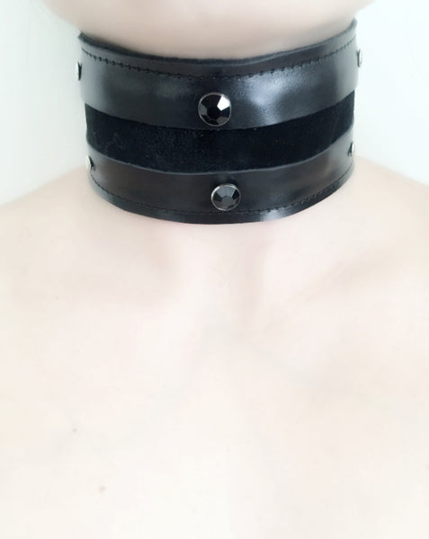 Leather Choker with black pearls