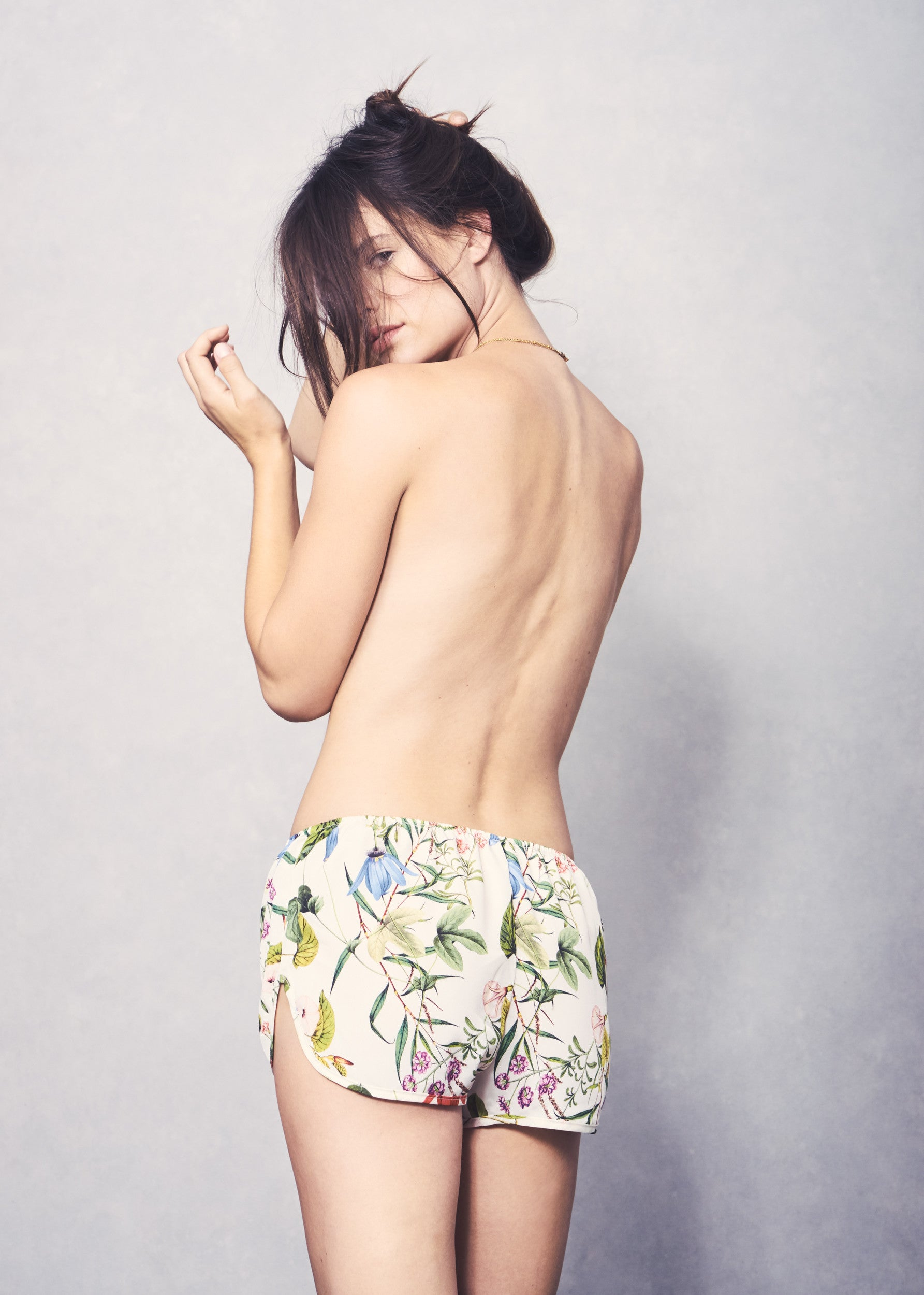 Lola Short - Wallpaper Floral