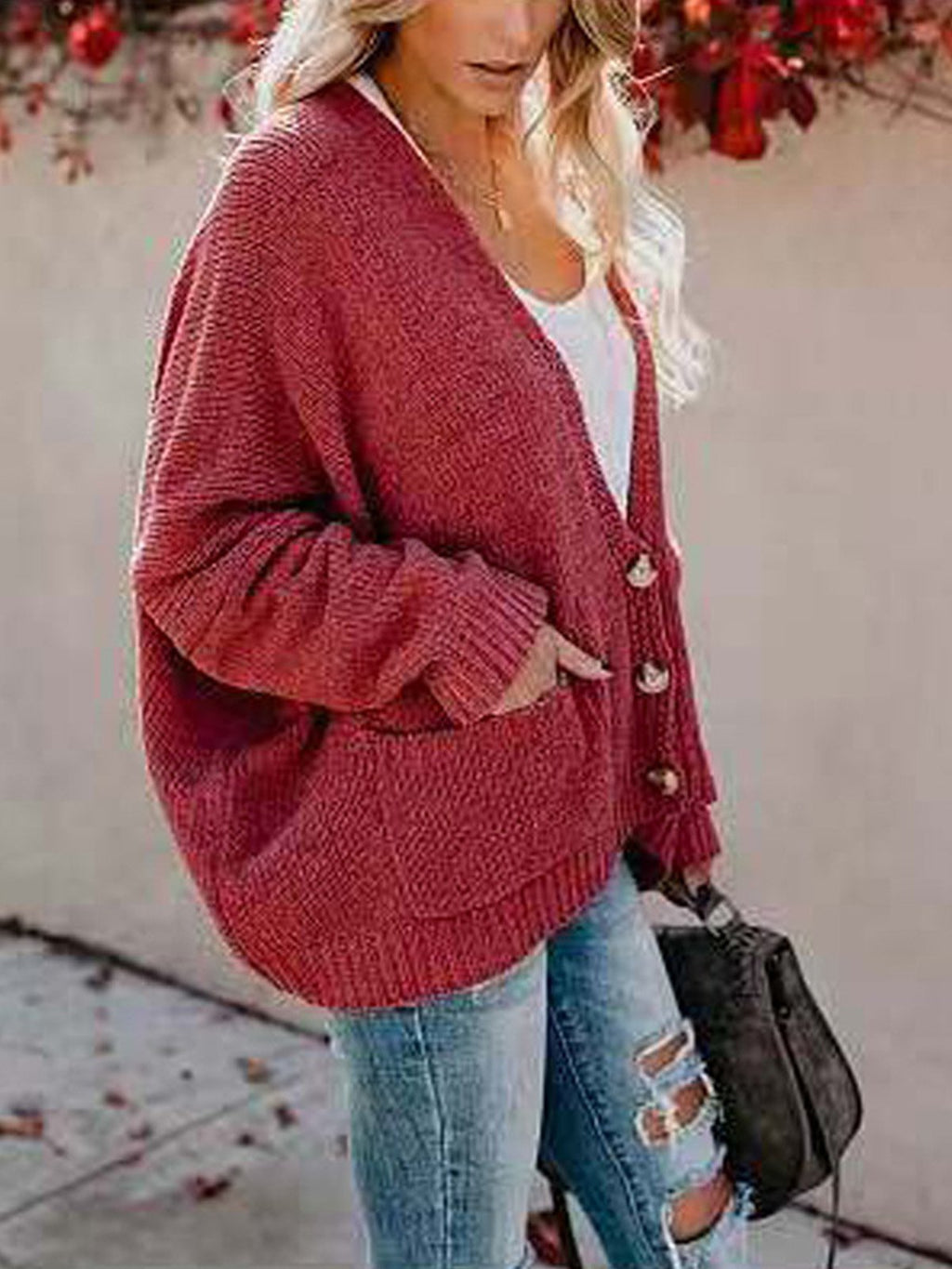 Rote Lose Strickjacke