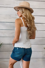 A Simple Statement Lettuce Edge Tank : White
