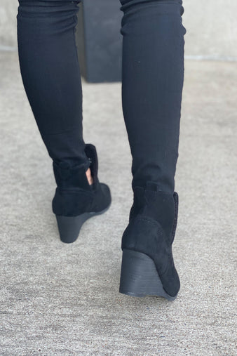 Very G Erika Slip On Bootie : Black
