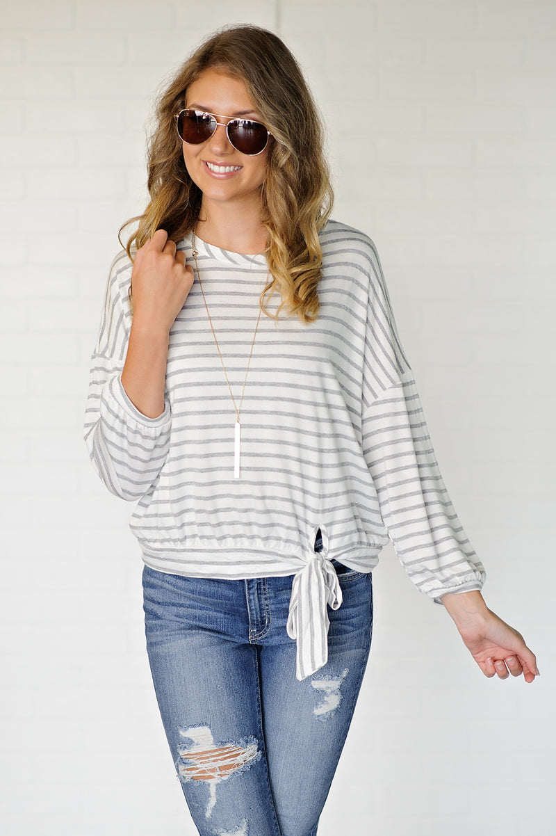 * Classic Statement Striped Ribbon Tie Top: Grey/White