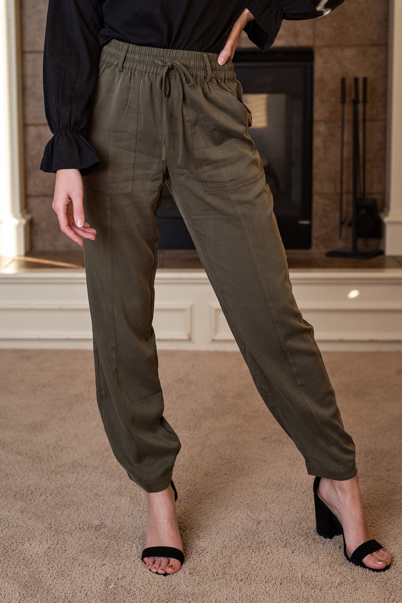 The Charli Elastic Waist Pants : Olive