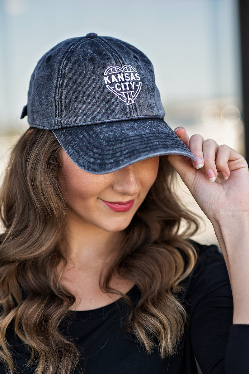 Flint & Field Kansas City Heart Hat : Distressed Black