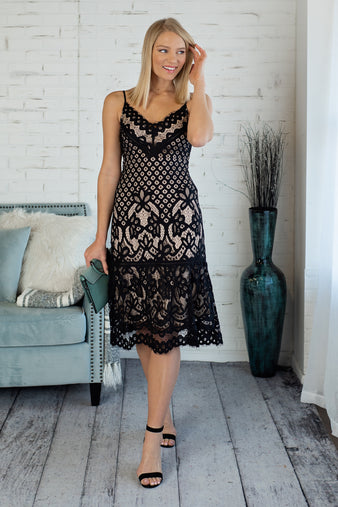 Make A Scene Lace Midi Dress : Black