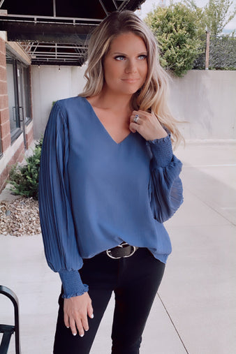 A Marvelous Hope Accordion Cinched Sleeve Top : Indigo Charcoal