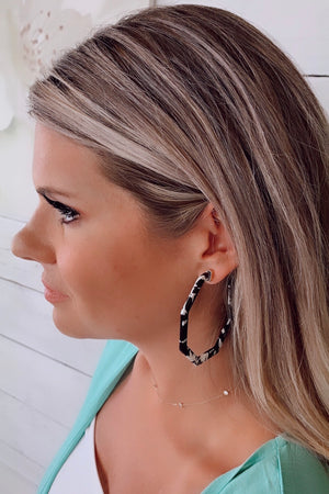 Milas Speckled Hoop Earrings : Black/White
